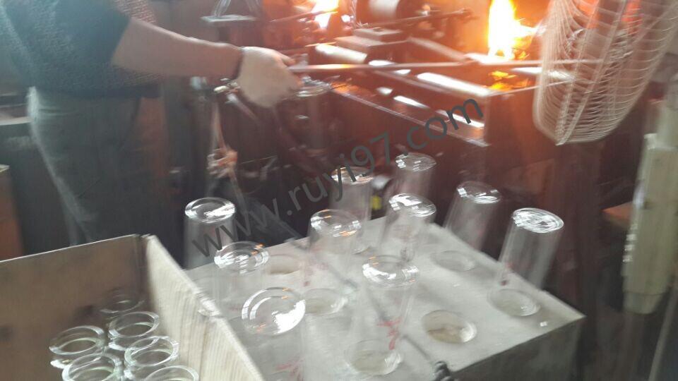 淄博玻璃杯批发厂家诗如意技师工作中