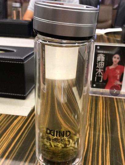 鑫迪木门牵手山东杯子厂家诗如意,定制2000个双层水晶杯